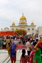 Gurudwara Bangla Sahib (thetriptrotter) Tags: india delhi sikh gurudwarabanglasahib