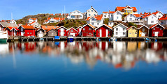 Grundsund an idyllic fishermans village at the WestCoast of Sweden (JRJ.) Tags: sea summer seascape landscape canal village sweden harbour fjord bathing westcoast redhouses grunduns