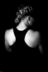Million Dollar Baby... (lichtflow.de) Tags: canon eos5dmarkiii festbrennweite kunstlicht studio ef35mmf2usm rcken beauty sw bw mensch human kontrast wow girl sport boxing