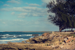 El ocano Atlntico en Gibara, Cuba. (Un par de peras) Tags: cuba cuban oceanoatlantico paisaje landscape mar oceano azul cubain colour color gibaracuba gibara