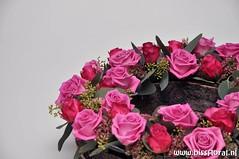 #Roosjes #Krans... (floralworkshops) Tags: roos schaal schors