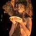 Model portant el vestit amb ornaments de xocolata dissenyat per MO en homenatge a l'obra de Joan Brossa.Foto: Santi Pujolàs.