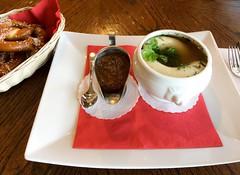 Weisswrste (oldhamburg) Tags: germanrestaurant oldhamburg schnitzelhaus specials