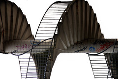 HELIX (cc) (marfis75) Tags: urban stairs spiral flickr wiesbaden loop ripple steps wave twist cc creativecommons helix brcke bauwerk mainz weiss looping ff bau welle rechts billow spirale gitter kink stufen treppen linien helixes drehen treppenstufen unusal drehung urbanitt readbetweenthelines schiersteinerbrcke marfis75 zihamonika brckengau