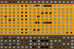Seoul - Repetition (Hervé Marchand) Tags: windows brown architecture catchycolors colours couleurs seoul repetition coree fenetre urbain autofocus