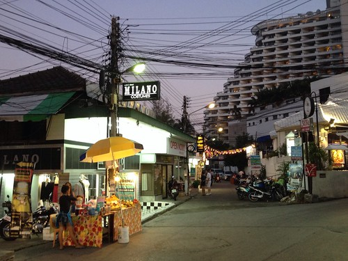 The walk to Hua Hin beach