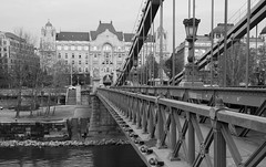 Chain Bridge, Budapest (j-riviere) Tags: leica travel bridge hungary budapest chainbridge leicam8 zeiss21mm