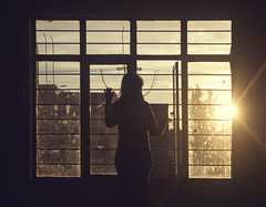 "Solo respira ""Reto ventata"" (Hugo Alberto Ibarra) Tags: woman cold art window sunshine backlight contraluz ventana mujer warm bellasartes fine melancholy frio goldenhour melancolia goldenlight calido ltytr2 ltytr1 ltytr3"