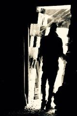 La porta (leggio90) Tags: light blackandwhite man dark painting uomo biancoenero buio