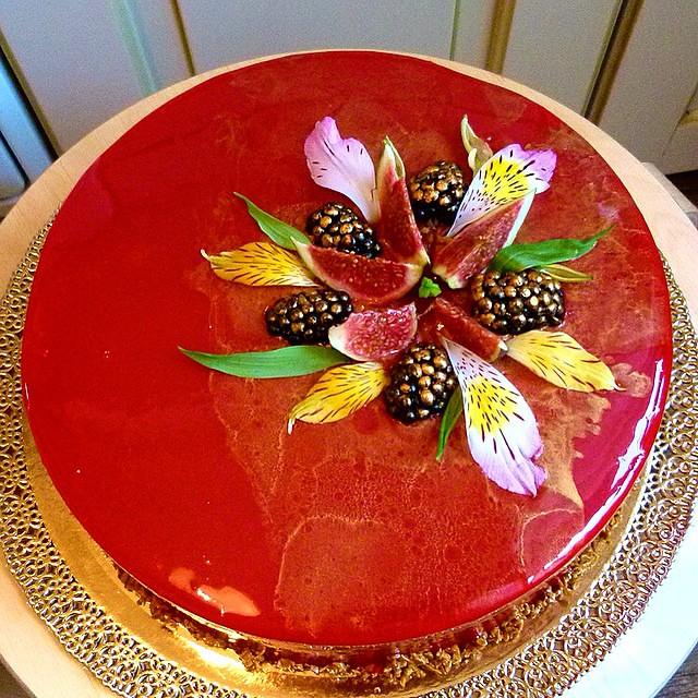 Вариации на тему 😊 #cheescacke #abacaxi #mango #cake #bolo #тортыбезмастики #torta #манго #ананас #чизкейк #patisserie #торт #шоколад #зеркальнаяглазурь #кондитер #bestcake #pastrychef #instafood #bakery #foodart #homebakery #entremet #moscow #pastr