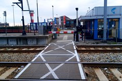 Railway crossing in Hoek van Holland Haven (Michiel2005) Tags: holland netherlands nederland railwaycrossing hoekvanholland spoorwegovergang hoekvanhollandhaven