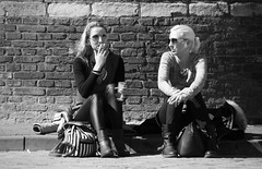 Peaceful Easy Feeling (Straatmoment) Tags: portrait people holland netherlands amsterdam nederland streetphotography portret nieuwmarkt mensen straatfotografie straatmoment hansstellingwerf