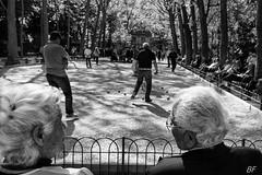 Roalnd Garros for poor !!!! (poupette1957) Tags: life street old city travel people urban man black game paris art architecture canon french landscape town photographie humour curious deco rue parc bollards grandangle parisblackandwhite atmosphre noieetblanc humanisme imagesingulires