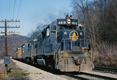 BO 4818-6944 eb Gratztown, PA. 3-26-1984 (jackdk) Tags: railroad train railway bo keystone freight freighttrain emd gp382 baltimoreandohio gp38 gp30 emdgp38 pittsburghsub emdgp382 keystonesub gratztownpa