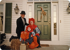 front porch Halloween (Jean Arf) Tags: halloween clown strangers front porch