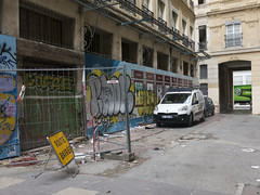 Sin arreglar (Micheo) Tags: city marseille ciudad gentrification marseilles marsella restauracin restauration arreglos gentrificacion ruerepublique