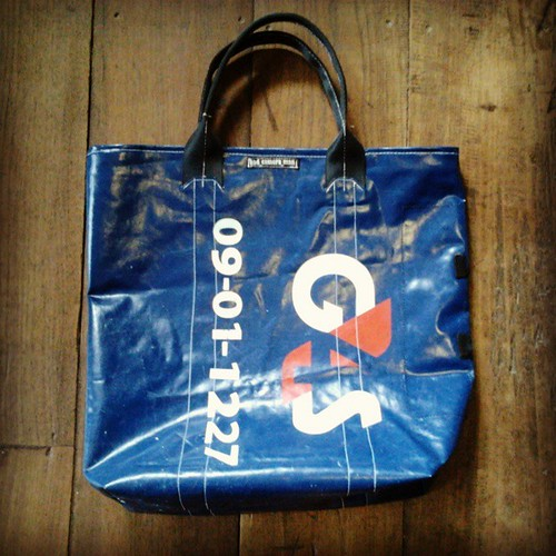 vintage totebag custom bag ทำจากผ้าใบเก่า ใส่เงินธนาคาร  สายเบลท์รถยนต์ price 1300 THB line bad_camera_man #bag #handmade #custom_made #vintage #totebag #chiang_mai #thailand #fashion #studio #streetfashion #bad_camera_man_bag #bagthailand #