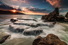Azkorri return (BIZKAIA) (Jonatan Alonso) Tags: sunset seascape landscape waves ray falls azkorri