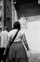 2014♣216 (ruggeroranzani_RR) Tags: venice people blackandwhite film analog 35mm graffiti leicam6 adoxadonal carlzeisscbiogon2835zmt adoxchs100ii