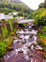 Lynmouth, North Devon (photphobia) Tags: uk summer holiday building architecture buildings vanishingpoint cloudy outdoor perspective overcast devon lynmouth northdevon lynton oldwivestale lyntonandlynmouth