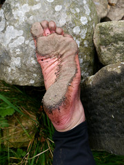 Sole definition (Barefoot Adventurer) Tags: arch earth barefoot barefeet soles footprint barefooted earthing barfuss barefooting barefoothiking strongfeet barefooter baresoles leathersoles toughsoles wrinkledsoles thicksoles earthsoles livingleather naturalsoles ruggedsoles earthstainedsoles