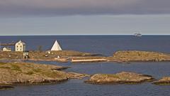 AIDAvita at Kobba Klintar land (Franz Airiman) Tags: cruise finland islands balticsea baltic cruiseship beacon kobbaklintar stersjn islets land pilothouse aidavita landshav bk aidacruises wwwaidade l126 oldpilothouse pilotl126