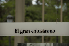 El gran entusiamo (elysasg) Tags: retiro parque palacio de cristal jardines madrid exposicion el abismo verde texto canon 600d