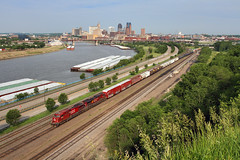 CP from Daytons Bluff (Moffat Road) Tags: city railroad minnesota skyline train buildings stpaul mississippiriver locomotive canadianpacific cp ge mn barge cityskyline freighttrain divisionstreet warnerroad ac4400cw daytonsbluff