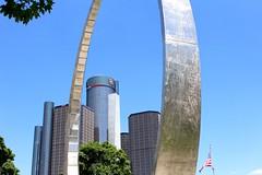IMG_2077 (Dillon Balnius) Tags: city architecture mi michigan detroit structures rencen gmbuilding