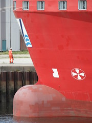 Adventure scale (Nekoglyph) Tags: blue red hardhat orange white signs man industry scale water metal river boat dock ship vessel rope marks crew bow overalls bulbous middlesbrough teesside thruster windfarm tees hivis jackup barcheboats mpiadventure