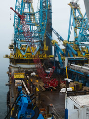 S7000 rigged for pipelay (thulobaba) Tags: tower construction energy stream crane offshore south engineering gas cranes bulgaria burgas pipeline blacksea crawler 7000 manitowoc bourgas saipem jlay pipelay