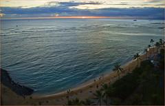Honolulu (HI ) Sunset from Waikiki October 2014 (Ron Cogswell) Tags: sunset honoluluhi waikikisunset roncogswell honoluluhisunsetfromwaikikibeach