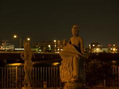 Untitled (3) (sgryjp) Tags: city fountain statue japan night enoshima kanagawa æ¥æ¬ æ±ã島 ç¥å¥å·