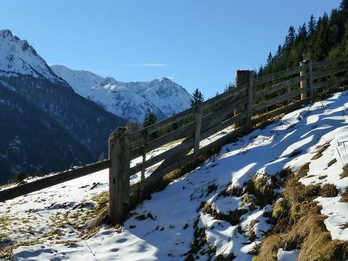winterliche Almwiese bei Kappl