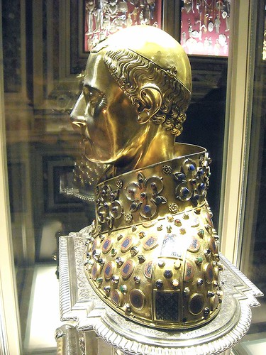 """Saint January"" - reliquary bust - gilded silver - French artists: Étienne Godefray, Guillaume de Verdelay, Milet d'Auxerre (1305) - Naples, Treasure chapel in Cathedral"
