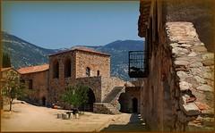 Μονή Οσίου Λουκά - εσωτερική αυλή