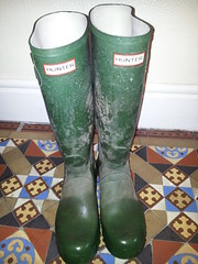 20160407_091305 (rugby#9) Tags: muddyhunterboots muddyhunters muddyboots indoor hunterboots buckles 8 size8 hunters green wellies wellingtons rubberboots boots rubber dirtywellies dirtywellingtons dirtyboots dirtyhunters wetboots wet tiles floor tiledfloor