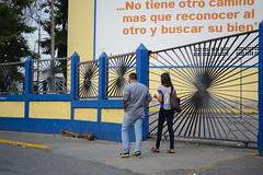 Buen Mensaje (Lex Arias / LeoAr Photography) Tags: street people urban streetart calle nikon gente venezuela streetphotography urbana barquisimeto artecallejero 2016 callejera nikond3100 everybodystreet streetphotovenezuela leoarphotography lexarias streetphotographyvzla iglexariasphotos