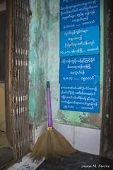 ESCOMBRA (Myanmar, agost de 2015) (perfectdayjosep) Tags: popataungkalat myanmar burma birmnia sia escombra escoba perfectdayjosep sweeps