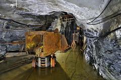 Chargeuse et recette de puits (flallier) Tags: mine cuivre underground copper mining pelle chargeuse puits recette eau rails voietroite voie ferre loader