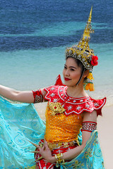 Thai National Dress (Nick Fewings 4.5 Million Views) Tags: sea thai woman traditional dress colours catchy blue gold red nickfewings person people portrait canon eos 50d
