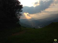 Soudain, une vue  couper le souffle (Ath Salem) Tags: algrie bouira lakhdaria montagne chasse verdure fort coucher de soleil sunset algeria beaut nature randonne promenade valle nuages
