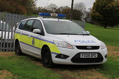 Lincolnshire Police Ford Focus Estate Dog Section Car (PFB-999) Tags: dog ford car wagon focus estate police headquarters lincolnshire vehicle leds van hq beacons section k9 unit lightbar lincs constabulary rotators dashlight fx09dfo