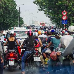 Une nue de Scooters (Montre ce qu'il voit!) Tags: square asia streetphotography vietnam scooters asie transports southeast saigon hochiminhcity hcmc urbanlandscape motos carr photoderue paysageurban pentaxk5 julienvidal
