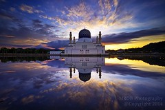 Masjid Bandaraya, Kota Kinabalu, Sabah (e-jai) Tags: morningnewdaysunrisereflectionislammasjidreflectionslowshutterskybluehour