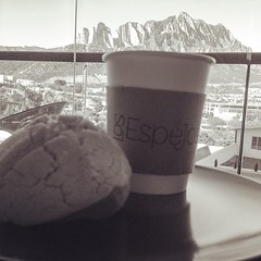 A disfrutar de un buen #Cafe #100Mexicano viendo #LaHuasteca #LosEspejos #VallePoniente #View #Mountain (losespejoscocinagourmet) Tags: mountain coffee cafe view coffeeshop desayuno monterrey cafetera lahuasteca coffeelover coffeetime losespejos cafmexicano valleponiente cafeartesanal uploaded:by=instagram caf100mexicano