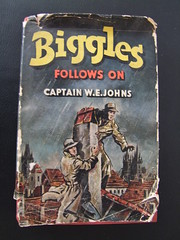 Biggles Follows On (cyclingshepherd) Tags: chimney classic rooftop portugal rain book rooftops market spires w january hats spire jacket cover e captain novel algarve flea raining raincoat johns 1952 hodder raincoats biggles olho stoughton 2015 hardback dustcover fuseta fuzeta s100fs cyclingshepherd