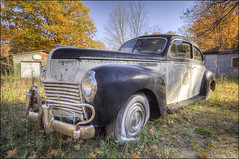 1940 Chrysler Royal - Sturgeon Bay, Wisconsin (helikesto-rec) Tags: abandoned car wisconsin automobile chrysler sturgeonbay chryslerroyal