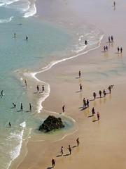 Serpiente de mar (Ave|evA) Tags: blue sea summer costa beach azul mar sand waves walk playa personas arena paseo verano olas roca lineas orilla espuma curvas santoa baistas berria cntanbra