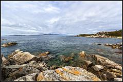 Rocas en la Isla de Arousa (Fernando Fornis Gracia) Tags: espaa landscape playa paisaje galicia cielo rocas illadearousa isladearousa